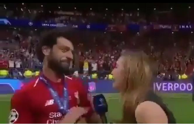 твит известный футболист испугался поцелуев журналистки видео