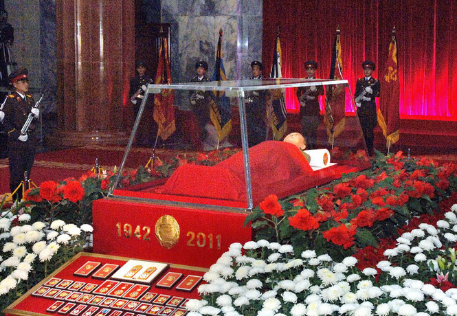 Русские ученые помогают поддерживать мумии Ким Ир Сена и Ким Чен Ира в приличном состоянии