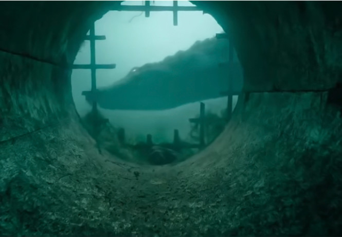 огромный крокодил ест готов трейлер фильма капкан русском