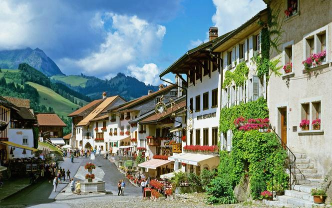жителей швейцарской деревни год обеспечат безусловным доходом