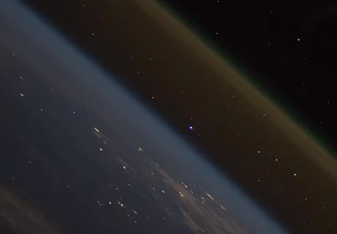 Как выглядит запуск ракеты с борта МКС. Просто космическое видео