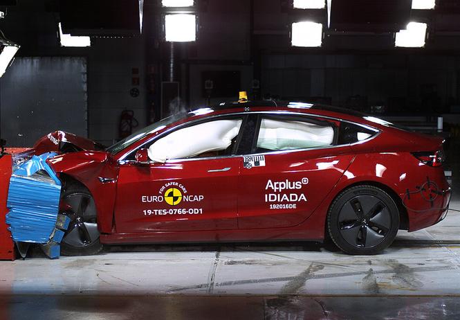 Садись, пять! Tesla 3 стала рекордсменом в краш-тестах EuroNCAP (видео)