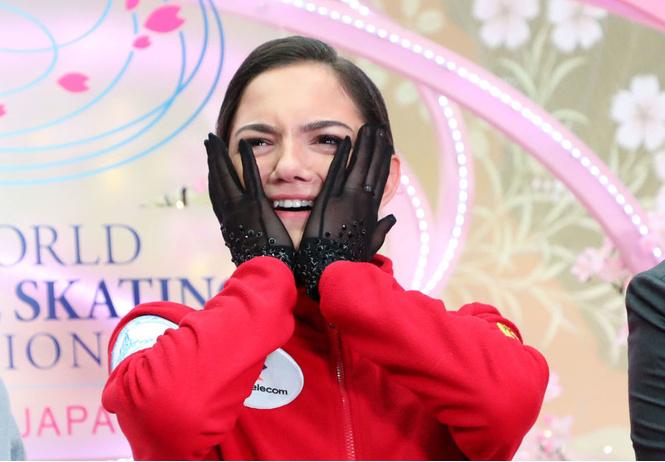 Медведева в провокационном костюме вызвала скандал в Сети. Фигуристка отреагировала остроумно (видео выступления прилагаем)