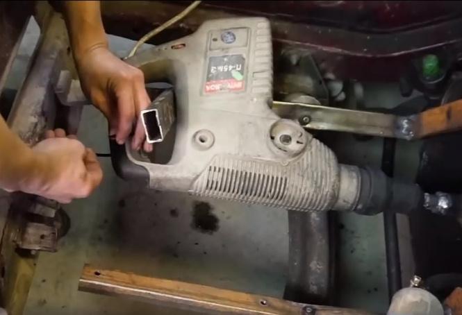 Мужики поставили автомобилю дрель вместо двигателя (видео)