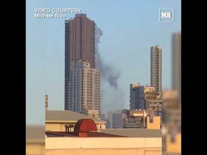 Из бассейна на крыше небоскреба во время землетрясения выливается несколько тонн воды (видео)