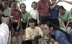 новая оптическая иллюзия чёрно-белое фото выглядит цветным