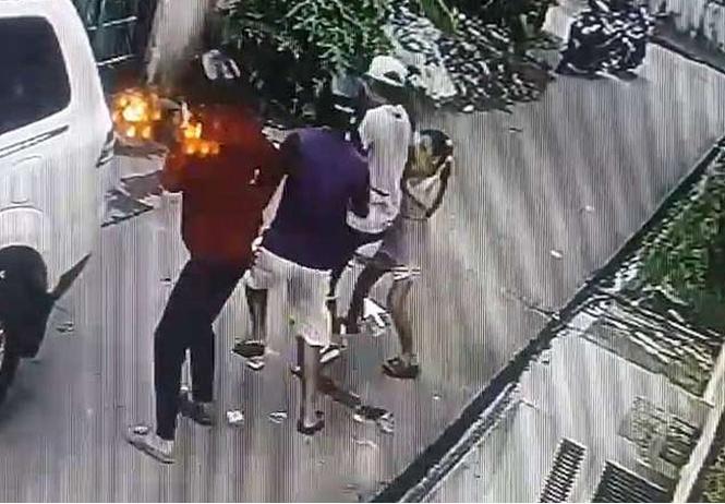 Восьмилетняя девочка дала яростный отпор вооруженным грабителям. Видео прилагается