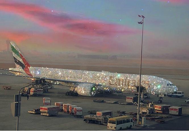 авиакомпания эмиратов показала бриллиантовый самолет многие поверили