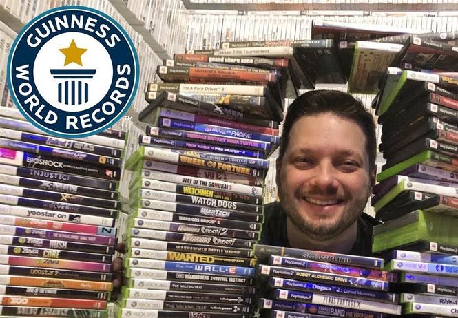 владелец самой большой коллекции компьютерных игр проводит экскурсию