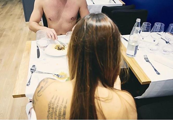 Первый в мире ресторан для нудистов закрылся из-за нехватки клиентов
