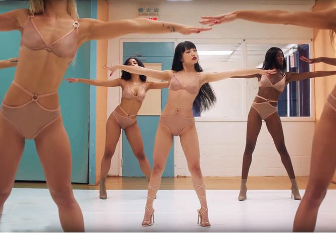 Эротическая аэробика в весенней рекламе белья от Agent Provocateur