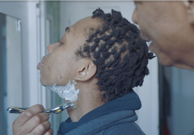 компания gillette показала рекламу бреющегося темнокожего подростка-трансгендера видео