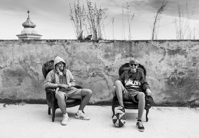 Прямиком из Милана: состаренные кеды завоевывают город