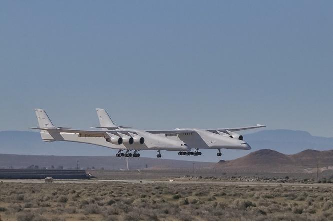 самый большой мире самолет полетел видео