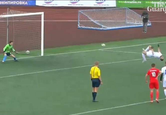 Футболист забил пенальти, исполняя сальто назад (видео)