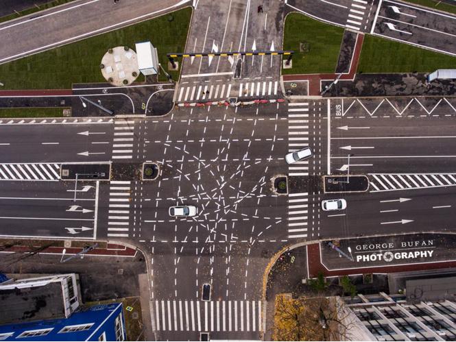 Румынский перекресток с невероятно запутанной разметкой