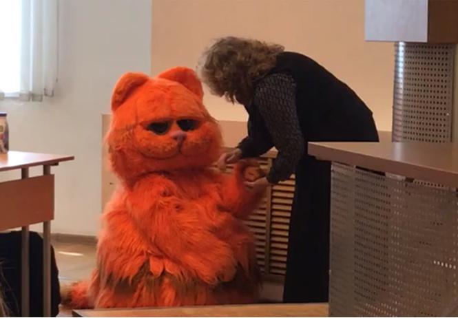Уральский студент пришел на занятие в костюме кота и получил пожизненный зачет (видео)