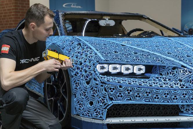 миллион деталей месяцев собирали bugatti chiron кубиков lego