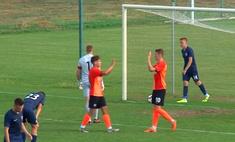 Молодые футболисты повторили трюк Месси и Суареса с розыгрышем пенальти (видео)