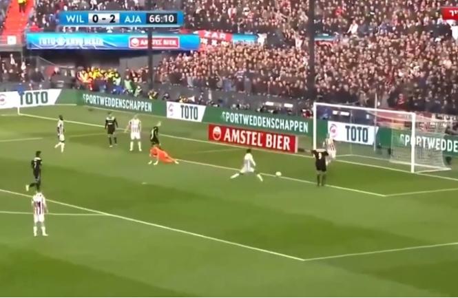 Пожалуй, самый издевательский гол этого футбольного сезона (видео)