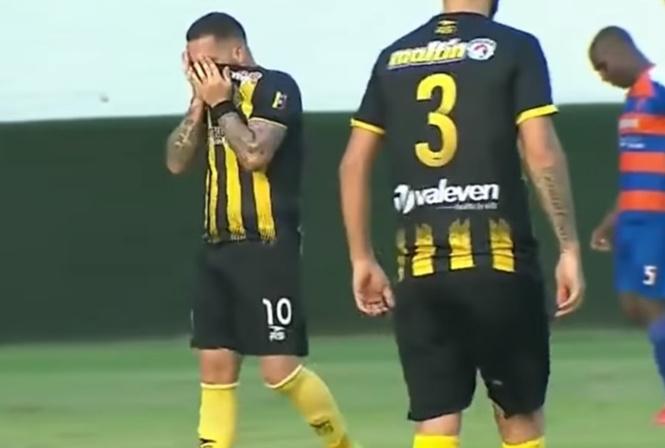 Бразильский сериал в венесуэльском футболе: душераздирающий случай с голом (видео)