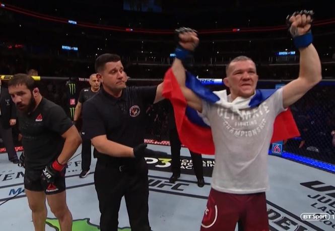 Многообещающий россиянин победил американца на турнире UFC (полное видео боя)