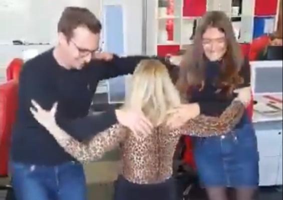 Интернет сходит с ума по новому, острозажигательному челленджу — «Треугольный танец» (видео)