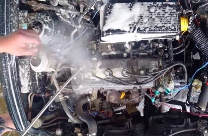 помыть работающий двигатель видео