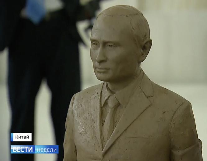 цзиньпин подарил путину статуэтку путина гусли