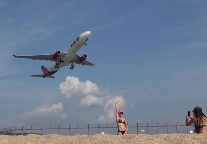 В Таиланде туристам начали угрожать смертной казнью за селфи на фоне взлетающих самолетов
