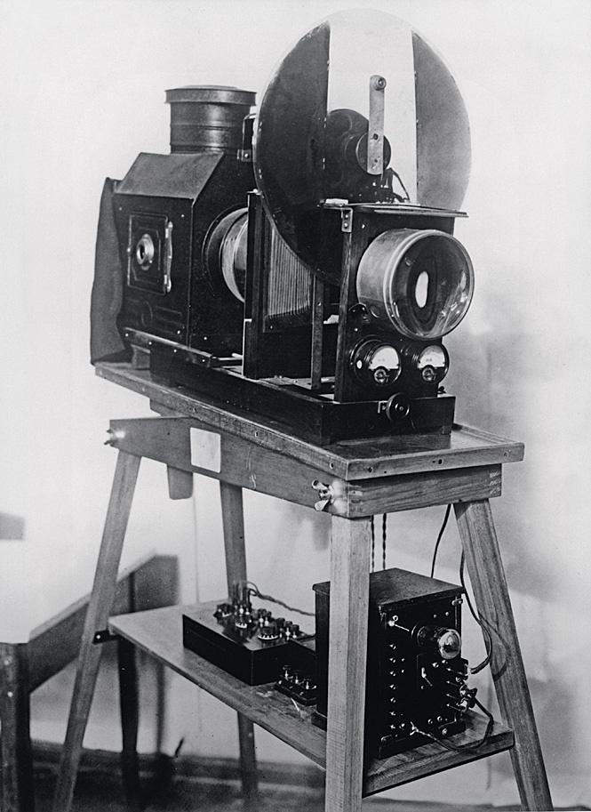 Оптический музыкальный инструмент, обнаруживающий движения рук и переводящий их в звуковые и цветовые волны, 1930-е гг.