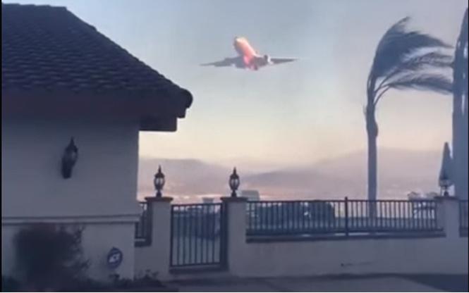 Пожарный самолет помог калифорнийцу потушить частный дом (ВИДЕО)