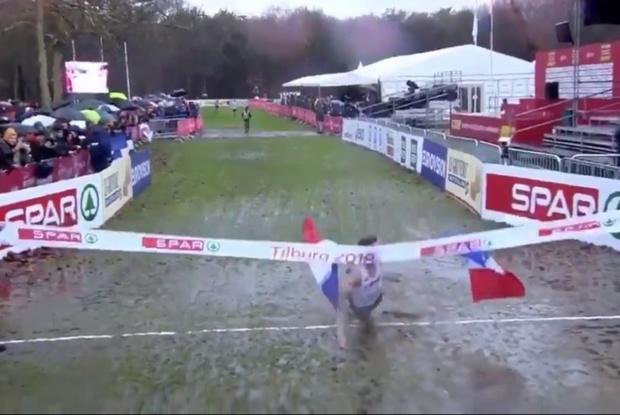 Фото №1 - Твит дня: самый грязный победный финиш в этом беговом сезоне (видео)