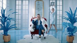 Наш мир рухнул! Сергей Шнуров спел и снялся в рекламе «Святого (СВЯТОГО!) источника»