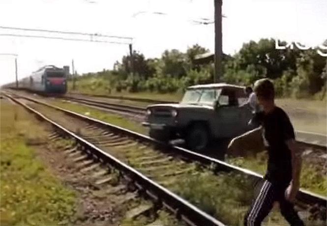красивая авария по-русски скорый поезд сминает уаз видео