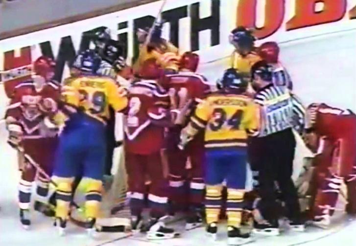 Фото №1 - И тут Ковальчук как бросит по воротам Канады!