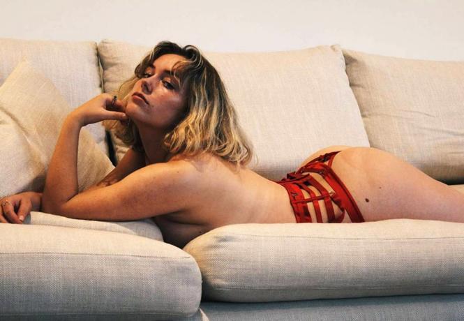 Фото №2 - Гвинет Пэлтроу, бариста в бикини и другие самые соблазнительные девушки недели