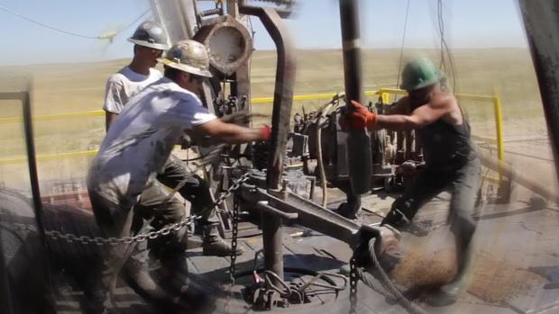 Фото №1 - Мужчины за работой: монтаж буровой вышки (видео для медитации)