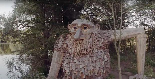 Фото №1 - Датчанин строит деревянных великанов. Завораживающе и чуть жутко (ВИДЕО)