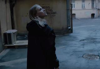 «Яндекс» выпустил музыкальное видео в честь 55-летия В. Цоя с отсылками к его жизни