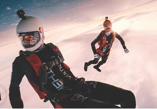 Видео прыжка с парашютом, снятое на камеру за 25 тысяч долларов