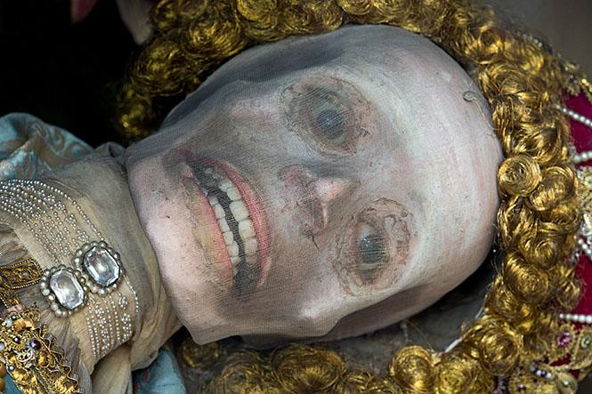 Фото №8 - Жертвы требуют красоты! Прекрасная в своей дикости коллекция нарядных скелетов