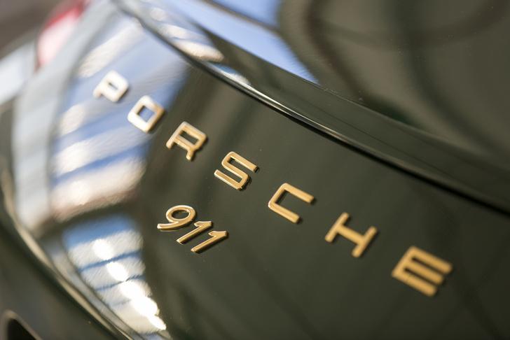 Фото №2 - Миллионный Porsche 911 стилизовали под модель 50-летней давности