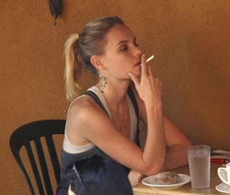 Фото №5 - Красавицы и сигареты. Звезды женского пола, которых никто не заподозрил бы в курении