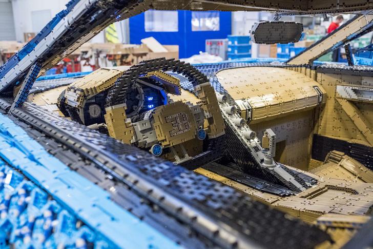 Фото №4 - Миллион деталей и десять месяцев: как собирали Bugatti Chiron из кубиков Lego
