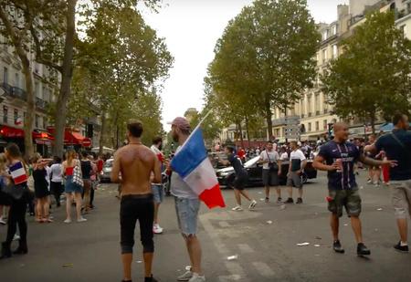Поездка по Парижу сразу после финального свистка чемпионата мира (ВИДЕО)