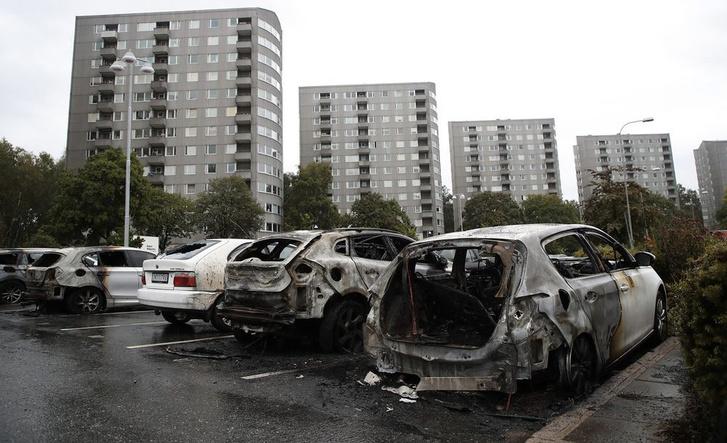 Фото №2 - Молодежные банды за ночь сожгли более ста автомобилей в Швеции (видео)
