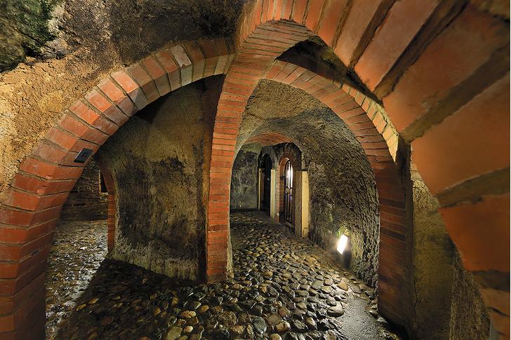 Фото №7 - 8 красивых и странных подземных городов