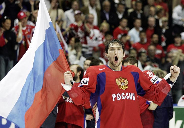 Фото №2 - И тут Ковальчук как бросит по воротам Канады!