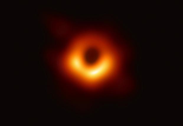 Фото №1 - Лучшие шутки про первую фотографию черной дыры